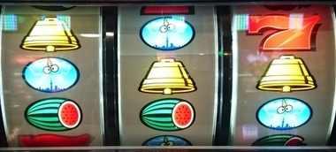 サンダーVリボルト リーチ目 赤7狙い 枠下赤7 ベルスイカダブルテンパイはずれ 右上段赤7
